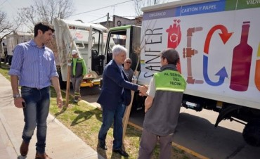 Luis Andreotti presentó dos nuevos camiones compactadores
