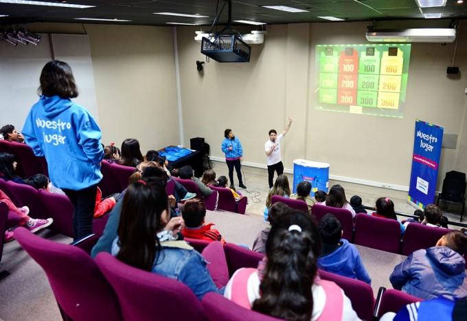 Telecom y San Fernando enseñaron a chicos de los CEIM a usar Internet de forma segura