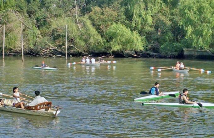 Siguen con éxito las clases de remo y canotaje en San Fernando