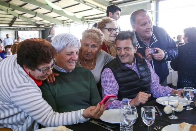 Andreotti y Massa festejaron junto a 3 mil abuelos el Día del Jubilado en San Fernando
