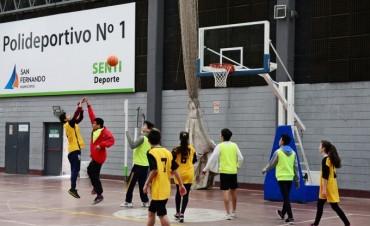 Los Polideportivos de San Fernando tuvieron un encuentro de hockey y básquet