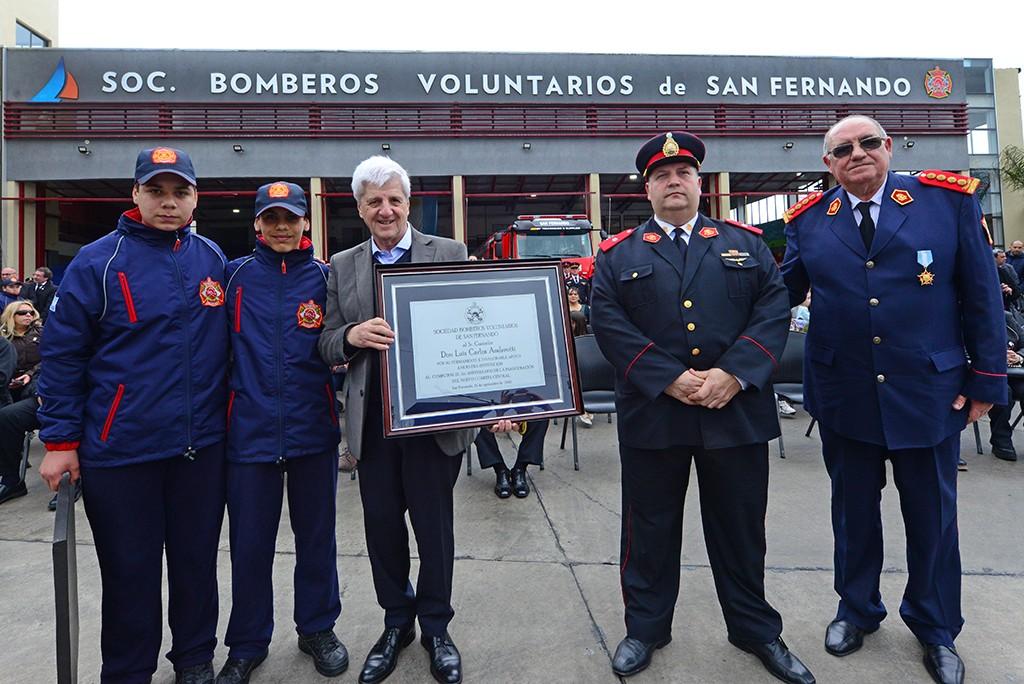 Andreotti celebró el primer año del nuevo Cuartel de Bomberos con un gran desfile