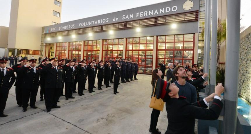 Andreotti visitó el Cuartel de Bomberos de San Fernando en su segundo aniversario