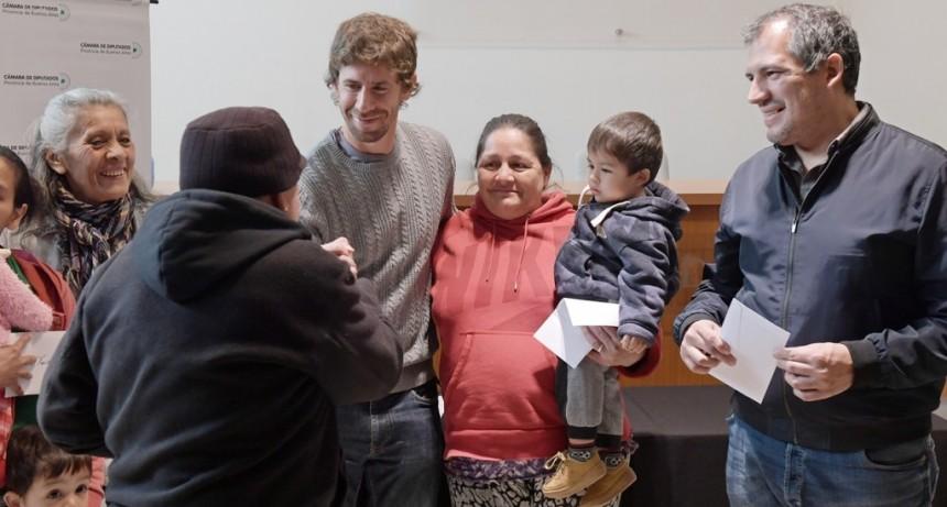 JUAN ANDREOTTI OTORGO NUEVAS AYUDAS ECONOMICAS A FAMILIAS DE SAN FERNANDO
