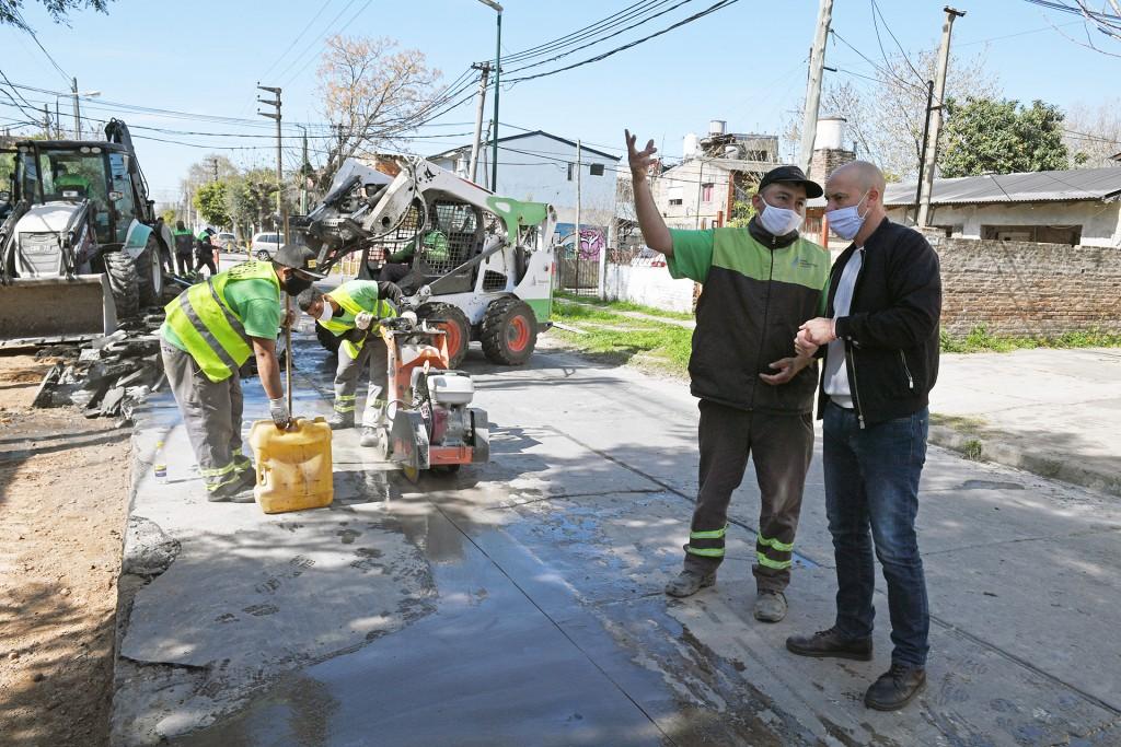 San Fernando avanza con la renovación de la calle Uruguay y la limpieza de un conducto