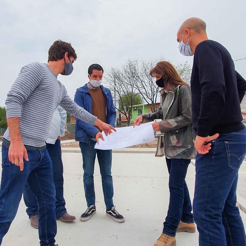 Juan Andreotti recorrió la obra de la nueva Plaza del Barrio San Martín