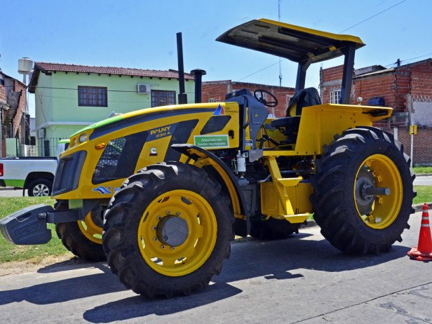 El Municipio de San Fernando adquirió un potente tractor para limpieza hidráulica