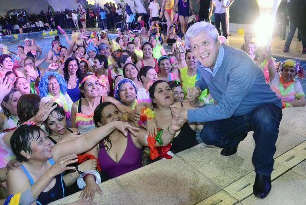Luis Andreotti presenció una multitudinaria Gala de Aquagym