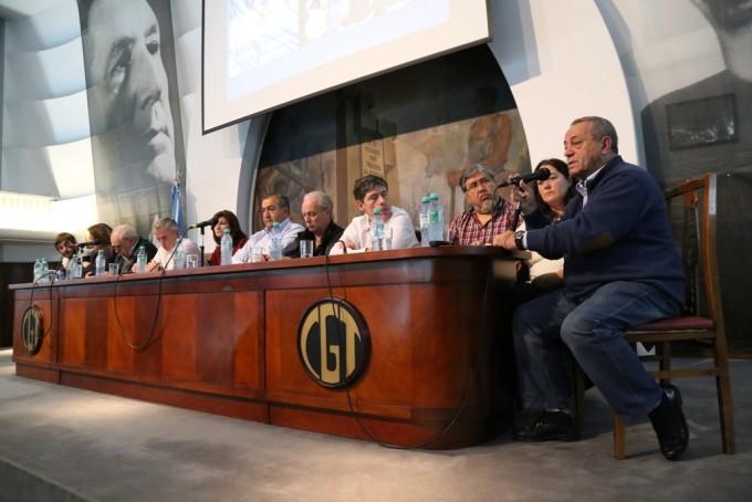 Roberto Passo, Héctor Daer y Andrés Rodríguez en el acto por el Día de la Lealtad en la CGT