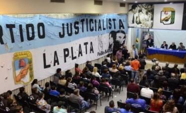 Roberto Passo junto a Menéndez, Plaini y Echarren en el PJ de La Plata