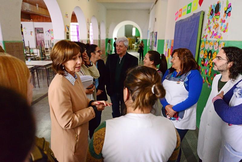 Luis Andreotti entregó todo el mobiliario nuevo para la escuela bicentenaria N° 1