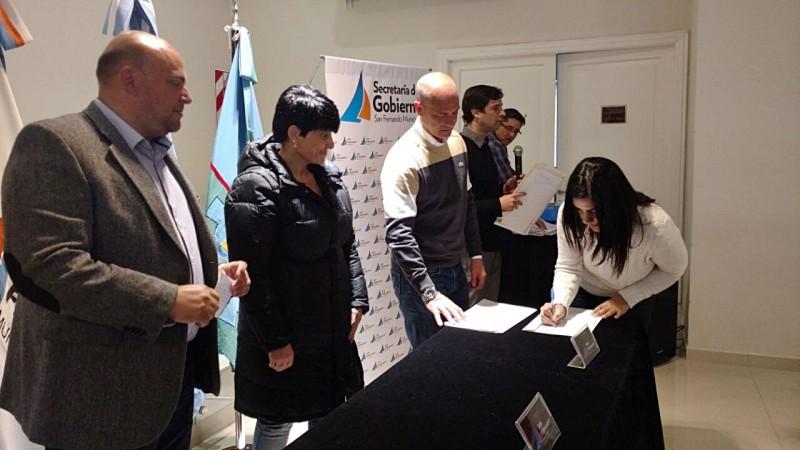 El Municipio de San Fernando entregó a vecinos certificados de Bienes de Familia en forma gratuita