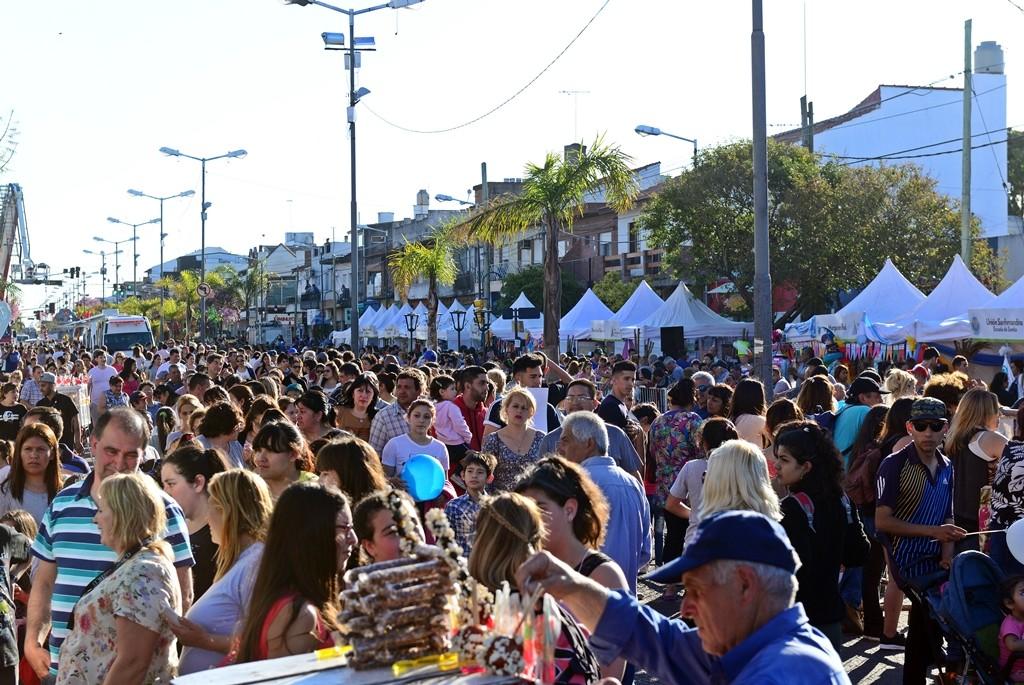 Andreotti y miles de sanfernandinos celebraron la primavera con un inolvidable desfile