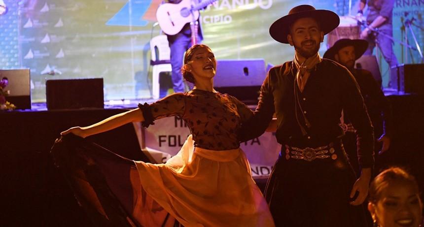 Los sanfernandinos cantaron y bailaron al ritmo de una nueva Misa del Folklorista