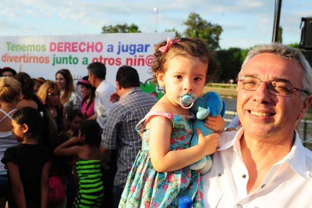 """La cantante """"Adriana"""" se sumó a la Semana de los Derechos del Niño en Tigre"""