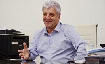 El Intendente Luis Andreotti saluda a los empleados municipales en su día