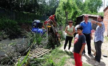 Tareas de limpieza sobre el arroyo Guazú Nambí