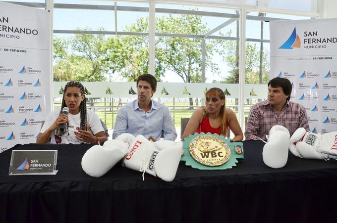 La 'Pantera' Farías y Núñez aprobaron el pesaje y pelearán por el título mundial en San Fernando