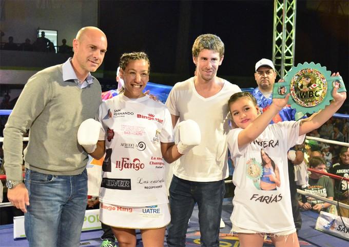 """La """"Pantera"""" Farías ganó en San Fernando y conserva su título mundial"""