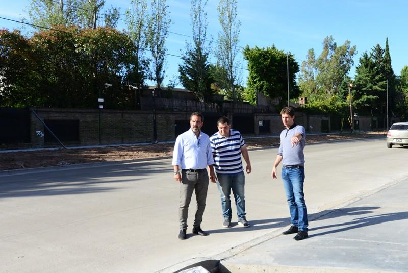 Juan Andreotti recorrió las obras de ampliación de la calle Uruguay