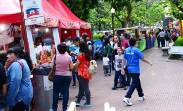 La Expo Colectividades, a pleno en la plaza Mitre de San Fernando