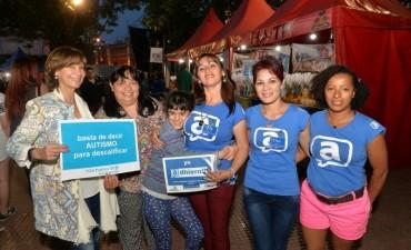 Alicia Andreotti visitó el stand de 'Padres TEA San Fernando' en la Expo Colectividades