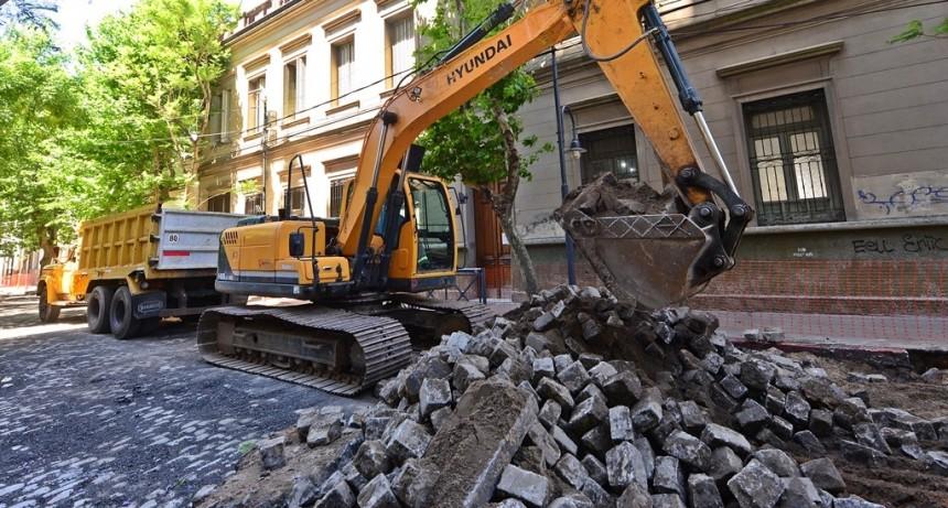 Avanzan las obras de renovación de la calle 3 de Febrero