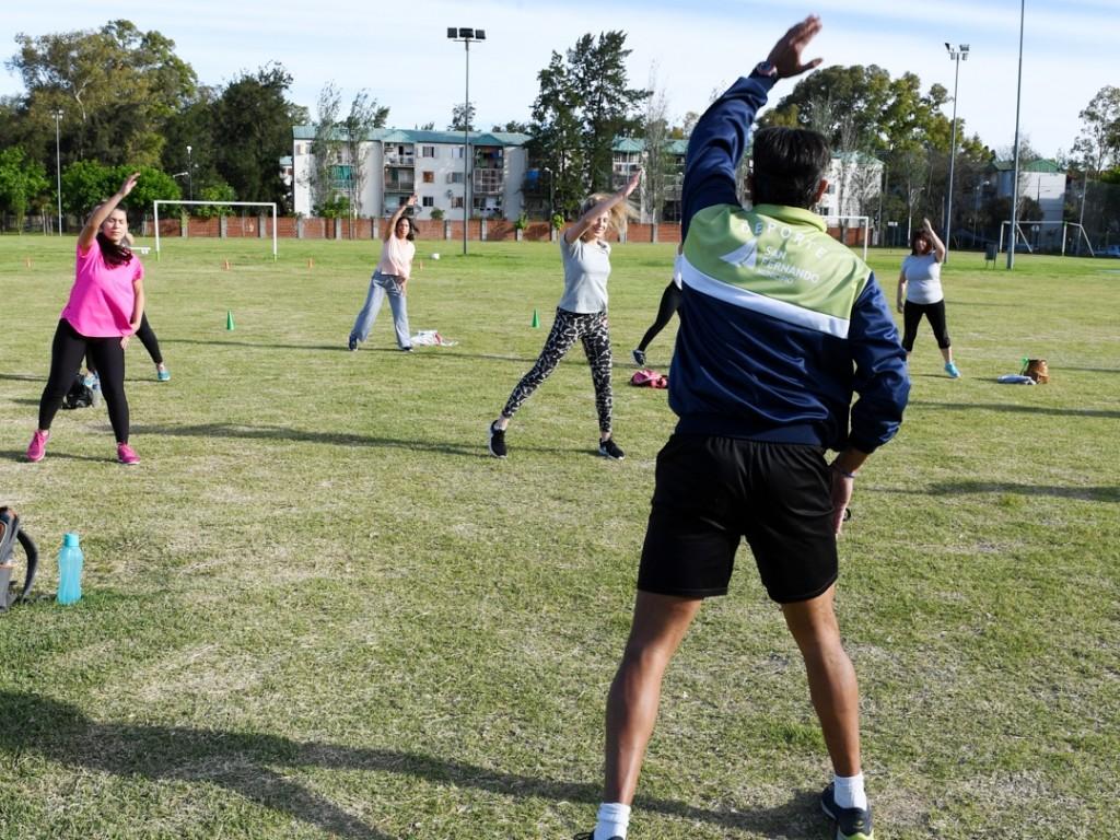 Los sanfernandinos ya disfrutan de las actividades al aire libre con protocolos en los Polideportivos