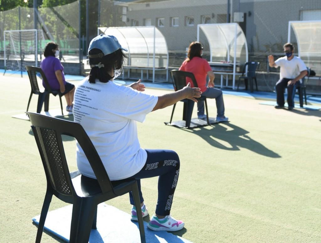 Los adultos mayores de San Fernando disfrutan de las actividades con protocolos en los Polideportivos