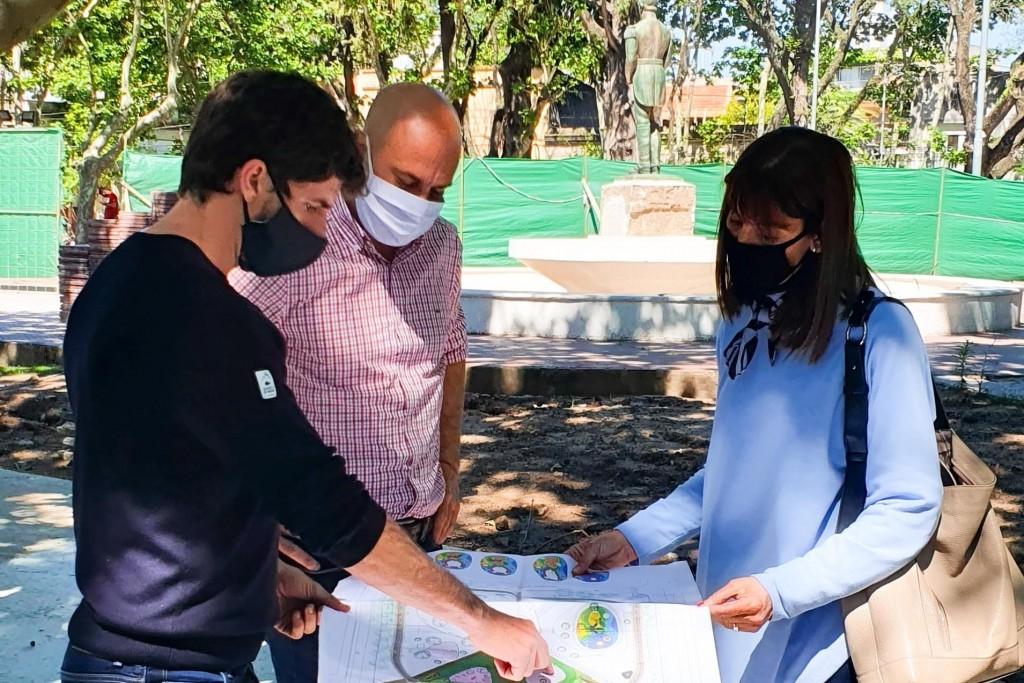 Juan Andreotti recorrió la obra de modernización de la Plaza Dorrego de Victoria