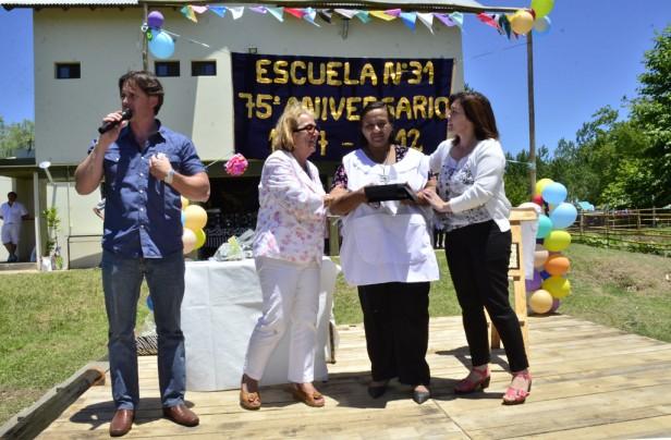 """La Escuela N° 31 de Islas """"José Hernández"""" celebró su 75 aniversario"""