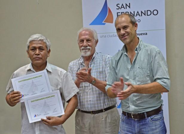 El Municipio entregó diplomas a los carpinteros y electricistas navales egresados