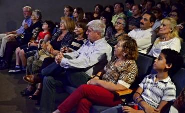 """Egresados de la Escuela Municipal de Teatro presentaron en el Martinelli la obra """"Arlequín"""""""
