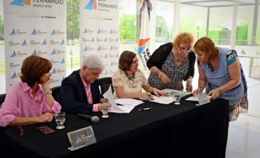 El Municipio de San Fernando entregó mobiliario a 7 escuelas de Islas y 7 del Continente