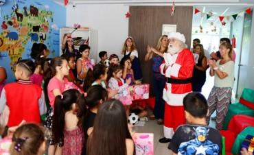 Papá Noel entregó regalos a los nenes de las UDI y CEIM de San Fernando
