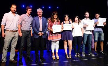 Andreotti entregó diplomas a egresados de idiomas e informática del Centro Universitario Municipal