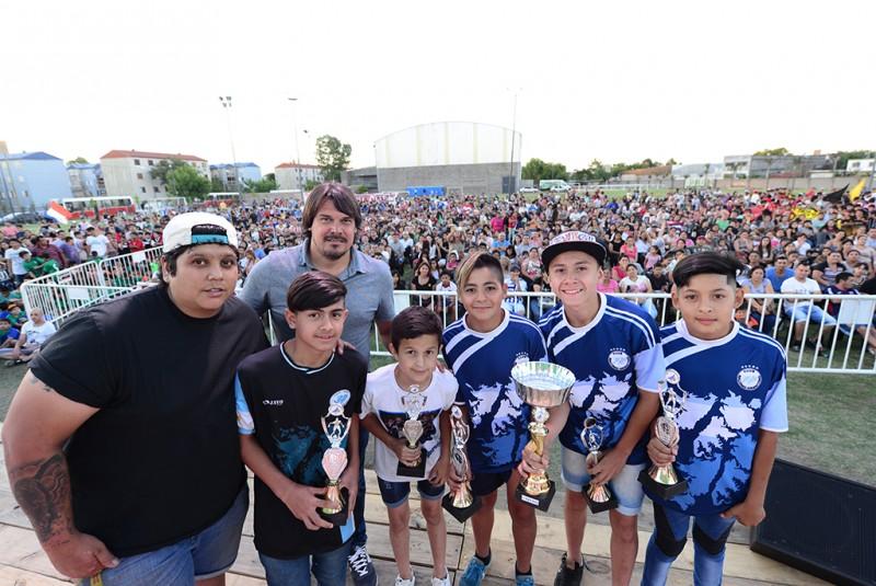 Miles de chicos de la Liga Municipal de Fútbol Infantil de San Fernando recibieron sus trofeos