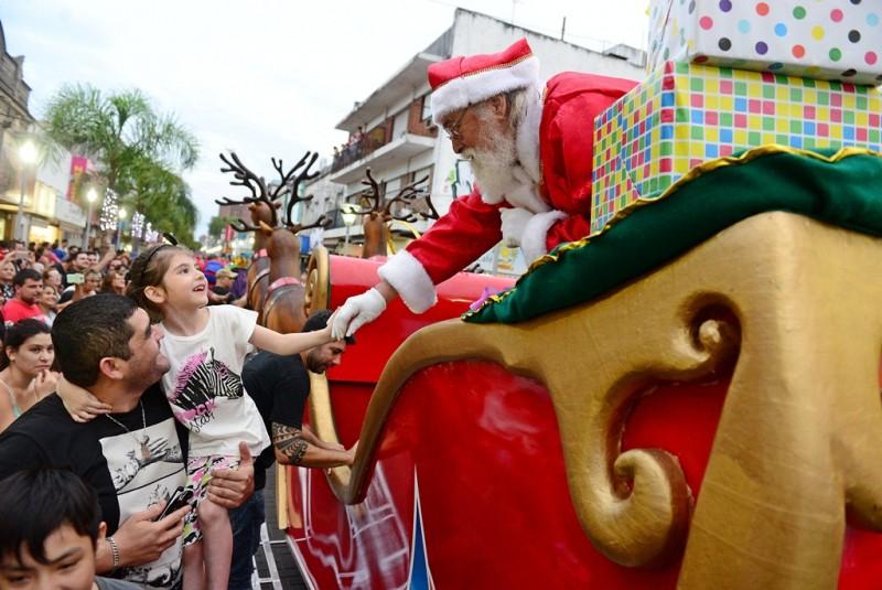 Miles de vecinos disfrutaron del primer Desfile de Navidad en San Fernando