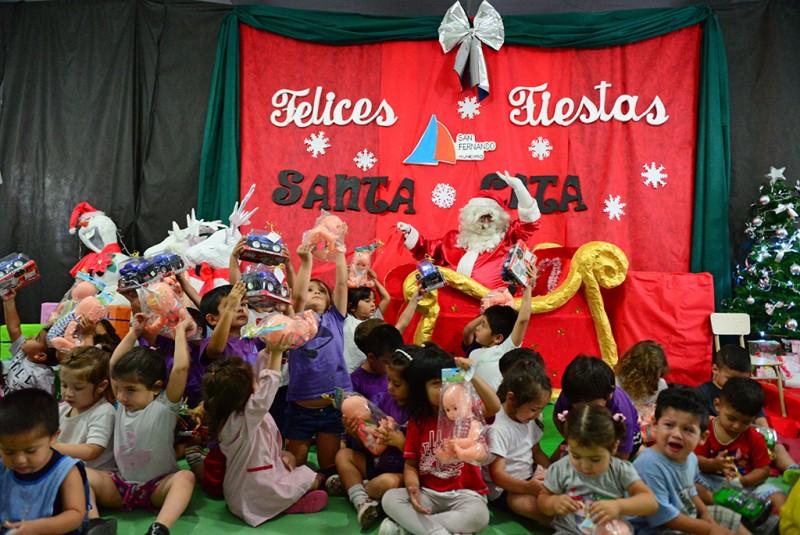Papá Noel llevó regalos a los chicos de las UDI y CEIM de San Fernando