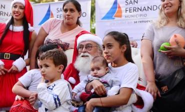 Los vecinos pudieron dejar su cartita y sacarse la foto con Papá Noel
