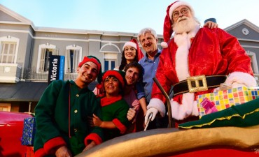 Miles de vecinos de Victoria participaron del segundo Desfile de Navidad