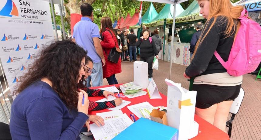En el Día Mundial contra el SIDA, el Municipio realizó test gratuitos de VIH en la plaza Mitre