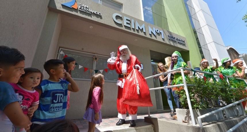 Papá Noel entregó regalos a los chicos de los Jardines Maternales y CEIM de San Fernando