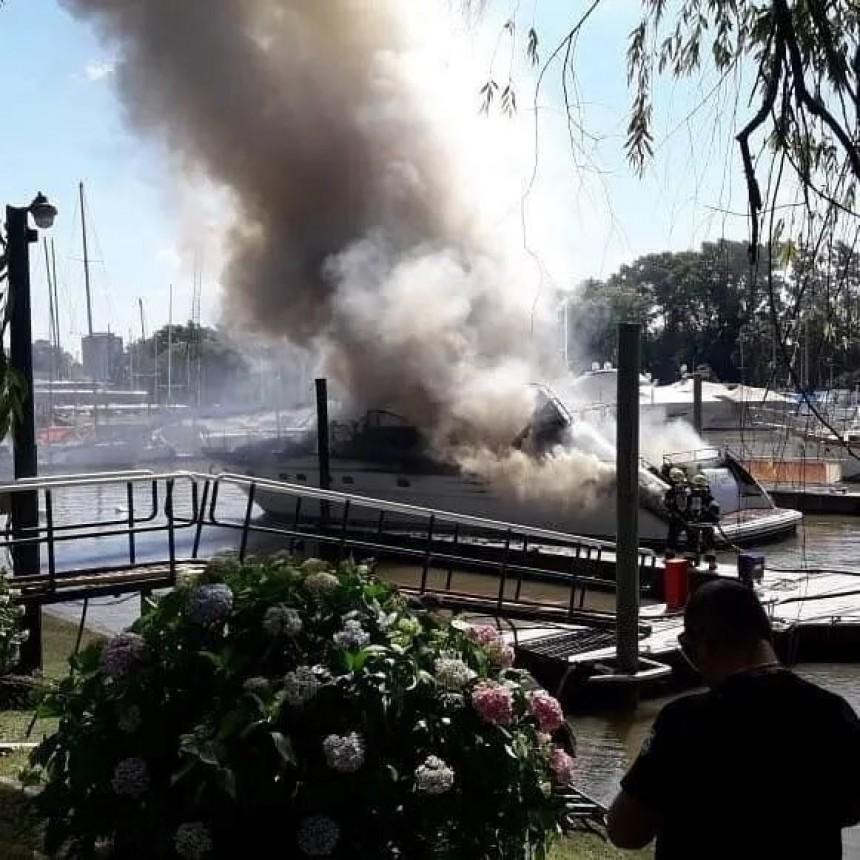 Impactante incendio de barcos en embarcadero de San Fernando