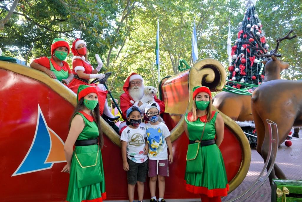 Papá Noel llenó de alegría y diversión las plazas de San Fernando, con todos los cuidados