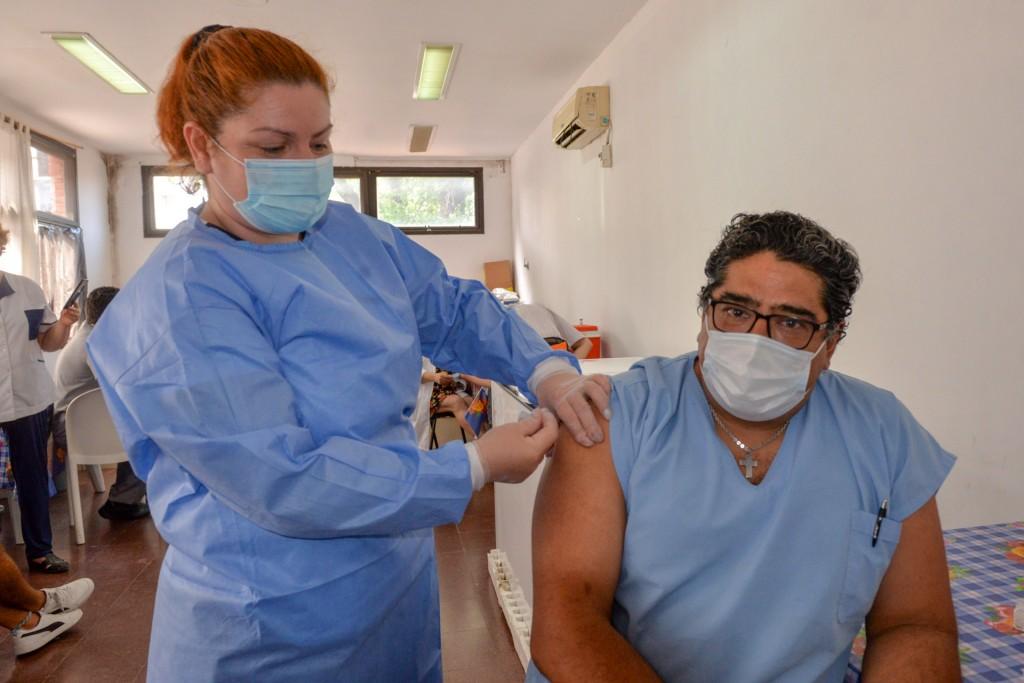Comenzó en San Fernando la vacunación del personal de salud contra el coronavirus